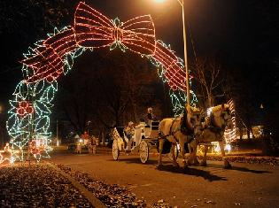 horse drawn carriage ride at Ritzy's Fantasy of Lights, photo credit: Evansville Courier & Press